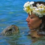 girl-with-sea-turtle